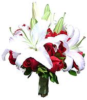 Bouquet de Noiva confeccionado com rosas nacionais tipo exportação e Lírios.