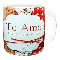 Linda caneca romântica decorada e com a frase Te amo de Janeiro a Janeiro.
