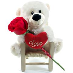Um fofo ursinho de pelúcia romântico com uma rosa vermelha em uma cadeirinha exclusiva e super charmosa.