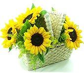Girassóis em uma charmosa cesta de picnik