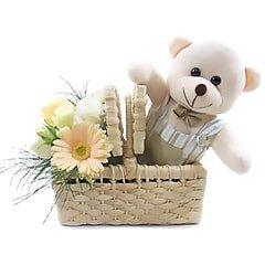 Simpático ursinho de pelúcia que irá levar lindas flores campestres para alguém muito especial.