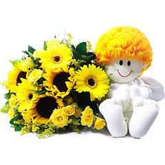 Bouquet mix de flores em tons de amarelo com um anjinho de pelúcia, transmitindo energia, proteção e tranquilidade.