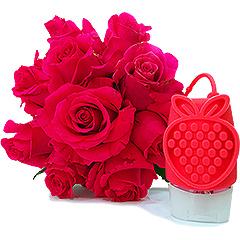 Bouquet de rosas pink com gel antisseptico Boticário, aroma morango e leite, com capinha de silicone para levar na bolsa de forma bem prática e charmosa.
