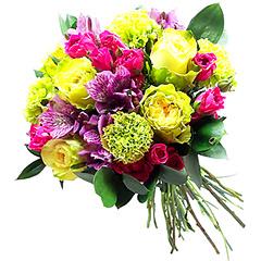 Rosas nacionais amarelas, alstroemérias lilases e rosas nacionais spray pink, fazem esse contraste harmônico e inusitado.