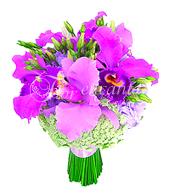 Bouquet de noiva estilo redondo, confeccionado com orquídeas catleya e acabamento em cetim lilás.