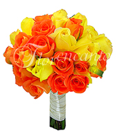 Rosas importadas nas cores amarelo e laranja, com acabamento em cetim e fio dourado no caule.