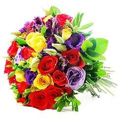 Bouquet colorido e harmonico confeccionado com rosas nacionais, lisianthus e alstroemérias.