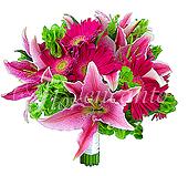 Sofisticado e romântico bouquet de noiva com gérberas pink, lírios rosa e mollucelas.