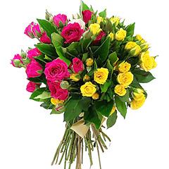 Contrastante e alegre bouquet de mini rosas em tons de amarelo, rosa e pink.