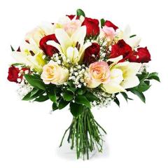 Buquê de Lírios e Rosas: Você é Tudo!