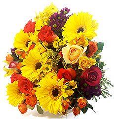 Lindo bouquet de flores mistas em tons vibrantes.