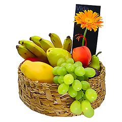 Dez tipos de frutas da época compõem esta cesta deliciosa e naturalmente bela.