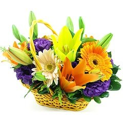 Colorida cesta com flores nobres