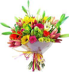 Lindo bouquet colorido confeccionado com flores mistas tais como rosas, gérberas, lirios e flor do campo.