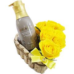 Super hidratante e perfumado creme Boticário de Caviar com coração de rosas amarelas.