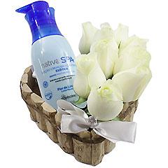 Super hidratante e perfumado creme Boticário de flor de lótus com coração de rosas brancas.