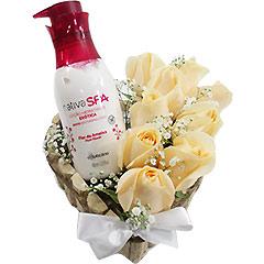 Super hidratante e perfumado creme Boticário Flor de Ameixa  com coração de rosas champagne