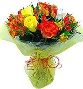 Maravilhoso mix floral com cores quentes e flores resistentes. Rosas importadas e nacionais