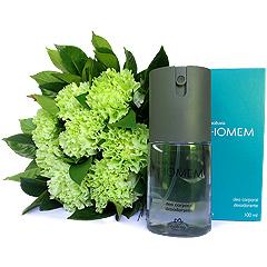 Bouquet de cravos verdes com um desodorande deo colonia Natura Homem.
