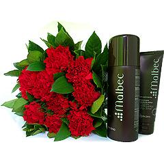 Lindo bouquet de cravos vermelhos com dois produtos de barba Malbec Boticário