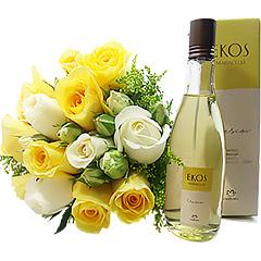 Garanta o frescor através do desodorante colônia Natura Ekos Maracujá e a beleza através de um bouquet de lindas flores em tons de branco e amarelo.