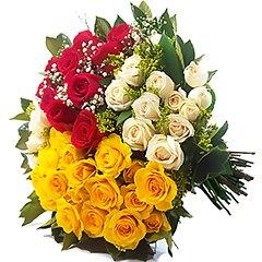 Delicadas rosas tipo exportação e mini coloridas compõem esse lindo bouquet.