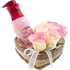 Super hidratante e perfumado creme Boticário Lichia com coração de rosas cor de rosa.