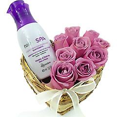 Super hidratante e perfumado creme Boticário de Violeta e Peônia com coração de rosas liláses.