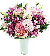 Um delicado mix floral contendo rosas importadas.