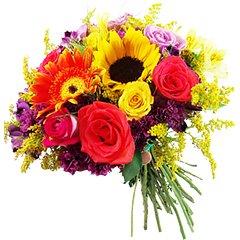Bouquet com grande contraste de flores diversas. Positivismo e energia.