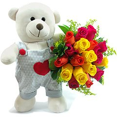 Um delicado ursinho romântico e um bouquet de rosas nacionais coloridas super impactante pelo contraste lindo das cores.