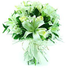 Delicado bouquet em tons de branco, confeccionado com flores nobres e folhagens, com acabamento em tela importada.