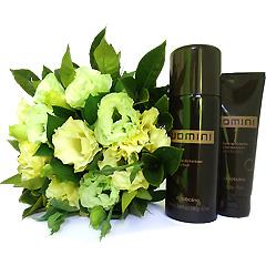 Um maravilhoso apanhado de flores em tons claros junto a dois produtos de barba Uomini Boticário.