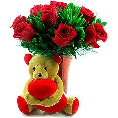Dez rosas nacionais em base de acrílico. Acompanha um charmoso ursinho de pelúcia segurando um coração.