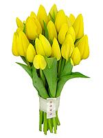 Bouquet de tulipas amarelas com acabamento em fita.