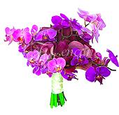 Bouquet de noiva de callas e orquídeas phalaenopsis em tons de lilás/roxo, com acabamento em cetim.