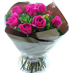 Bouquet com 10 rosas nacionais pink.