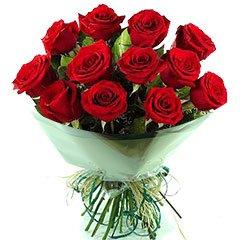 Bouquet com 12 rosas nacionais tipo exportação vermelhas. Infalível.