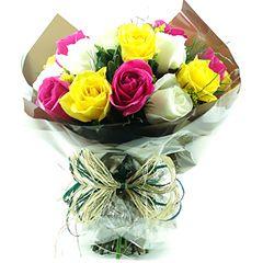 Bouquet com dez rosas nacionais.