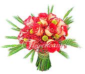 Bouquet de rosas nacionais em tom terracota, com acabamento em trigo verde e folhagens.
