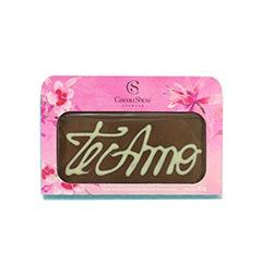 Plaquinha de chocolate ao leite Cacau Show com os dizeres Eu te amo