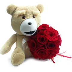 Um magnifico bouquet com rosas nacionais vermelhas e um urso Teddy.
