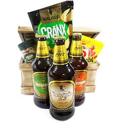 Três deliciosas cervejas Therezópolis para degustação junto a uma completa cesta com petiscos tais como snacks salgadinhos e torrados, salamitos e mix de frutas secas.