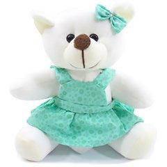 Delicada ursinha de pelúcia com vestidinho em tons de verde.
