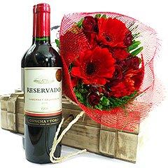 Delicioso vinho tinto chileno Cabernet Sauvignon com um bouquet misto de flores vermelhas. Presente charmoso.